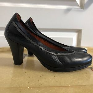 HIspanitas black leather pumps heels